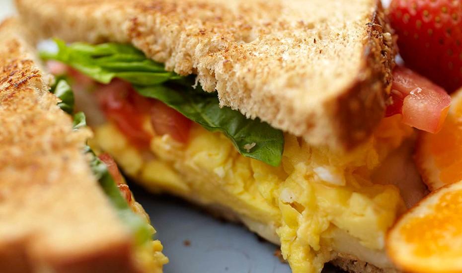 Easy Sandwich with Scrambled Eggs