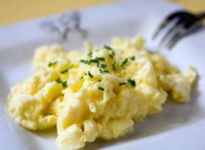 Fluffy scrambled eggs in oven